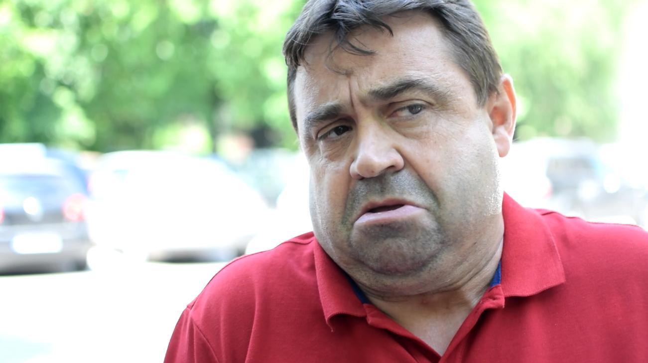 """CAMERA ASCUNSĂ/Pregătiri în """"fieful"""" lui Liviu Dragnea pentru mitingul împotriva abuzurilor. Primar: """"În strofele imnului ne regăsim şi ăia care suntem ascultaţi, şi ăia care ascultă"""""""