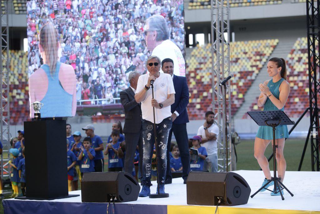 Ilie Năstase, la microfon FOTO: Dumitru Angelescu
