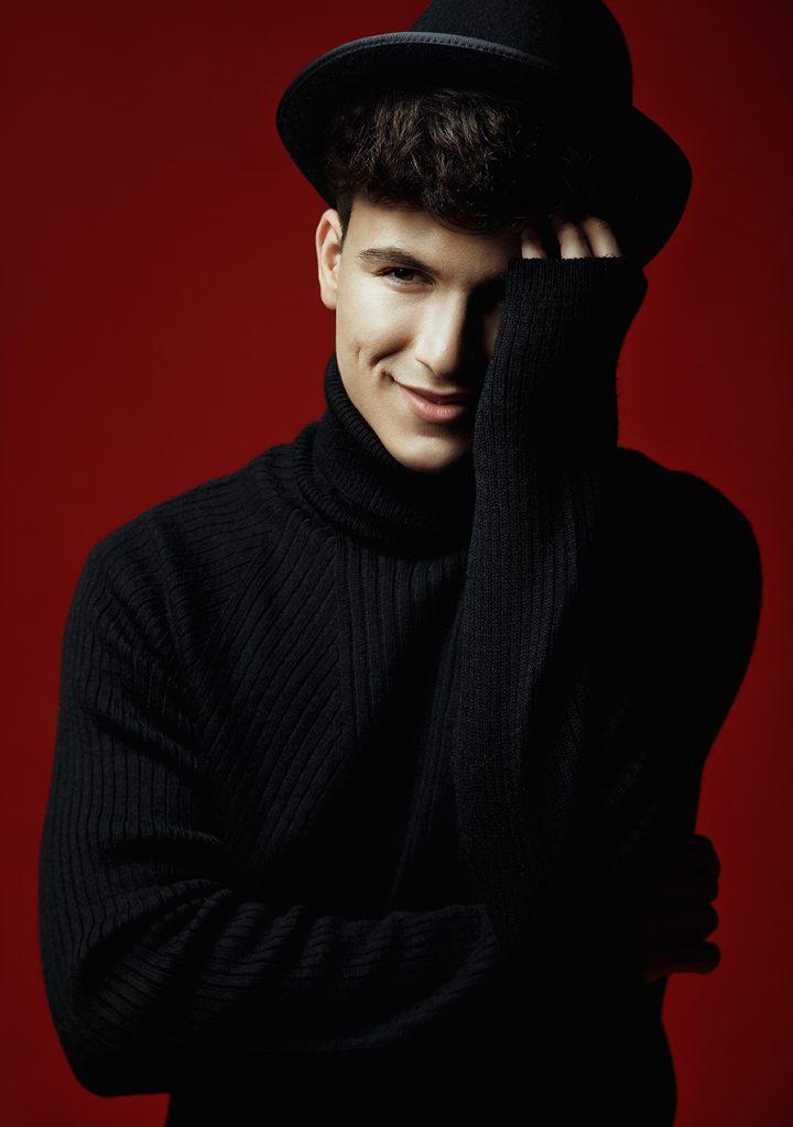 Mark Stam a învățat singur să cânte cu vocea și la două instrumente