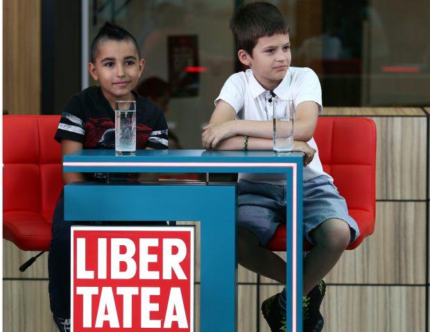 Andi Nicola (stânga) şi Radu Mărghidan (dreapta) sunt doi dintre cei 19 copii care au jucat în filmul