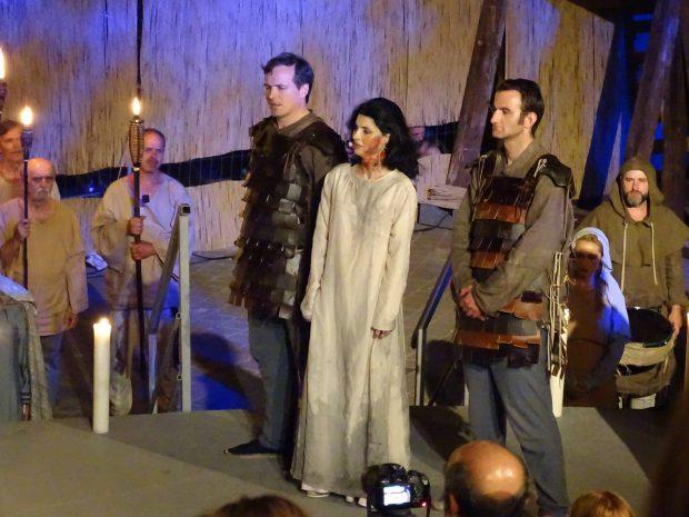 Uite-o pe Lavinia Șandru pe scenă, în rolul Doamnei Clara