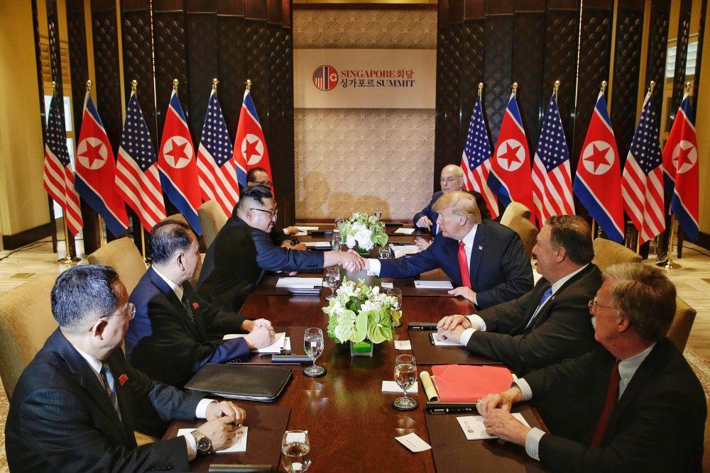 A doua rundă de discuţii, în prezenţa consilierilor celor doi lideri (FOTO: EPA)