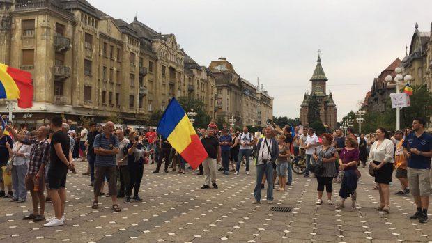 FOTO&VIDEO/ Câteva mii de persoane au protestat în Piața Victoriei, joi seară