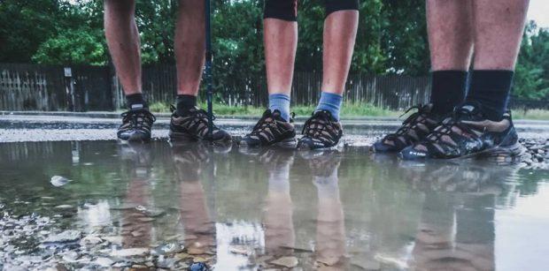 Trei cercetași străbat România pe diagonală. Străbat pe jos distanța dintre Mangalia și o localitate din Maramureș