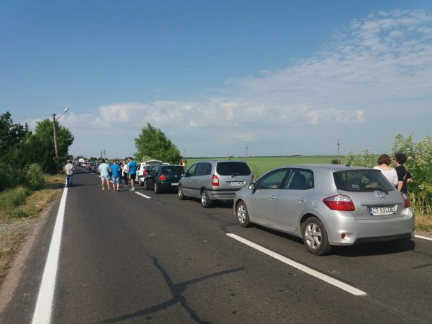 Coadă kilometrică de mașini la frontiera de la Vama Veche. Românii pleacă în vacanță la bulgari/ FOTO&VIDEO