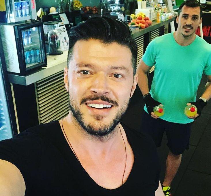 """Ce face Victor Slav la București, în timp ce Bianca Drăgușanu se distrează la mare cu noul iubit. """"Nu știe ce a pierdut"""""""