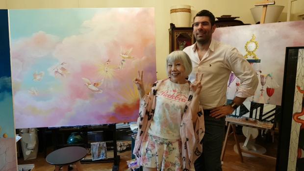 Victoria Yung Chih Lu şi Hamid Nicola Katrib, în atelierul de pictură al artistului româno-libanez din centrul Bucureştiului