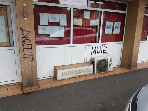 """Sediul PSD Sector 2, vandalizat. Svastica nazistă, desenată pe fereastră. Nassar: """"E deja a doua oară"""""""