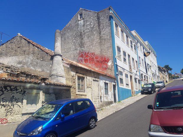 Şi în Lisabona sunt case lăsate în paragină, abandonate, care ştirbesc din frumuseţea oraşului