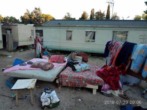 """OAMENI ȘI BULDOZERE. Romii din Italia, între integrare și evacuare. """"Am încercat o educație frumoasă, chiar dacă sunt țigancă și locuiesc într-o tabără"""""""