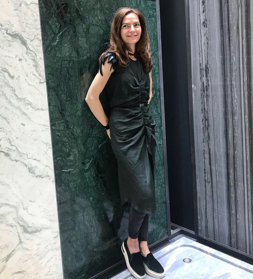 Arhitecta Alina Vîlcu își creează singură hainele