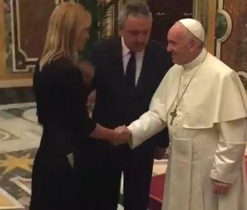"""Ce gest a făcut Papa Francis față de Camelia Potec. """"Mi-a pus mâna pe burtică și..."""""""