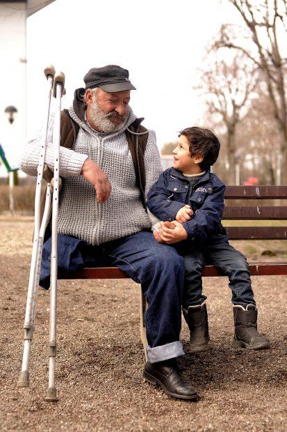 Cornel Racolțea, alături de unul dintre copiii săi