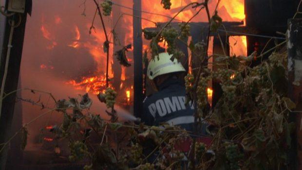 """""""Am scos trei oameni îngropați sub două tone de cărbune, doar cu mâinile goale"""". pompieri sting un incendiu"""