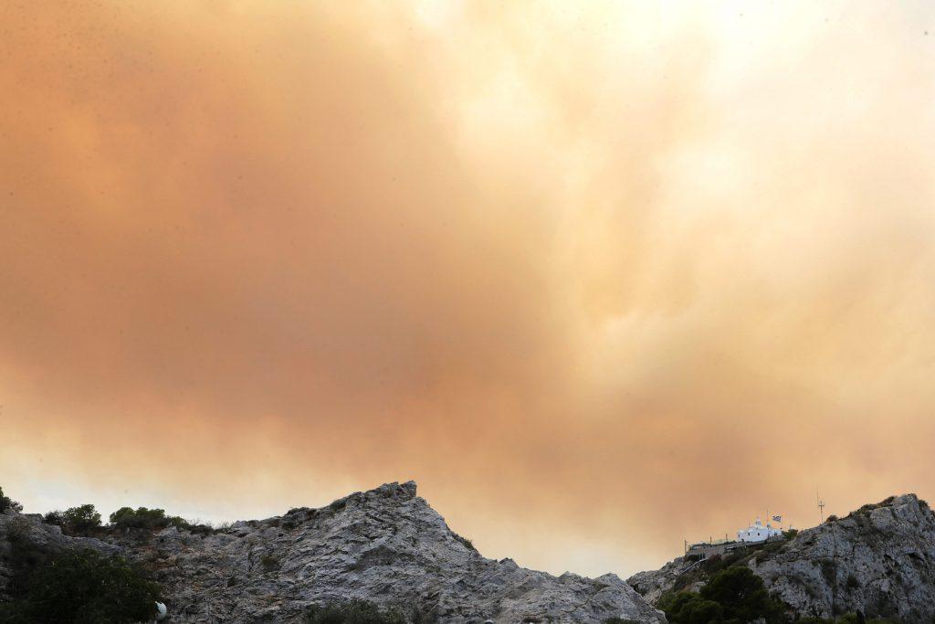 UPDATE / Peste 70 de morți în urma incendiilor din Grecia. Bilanțul ar putea să mai crească