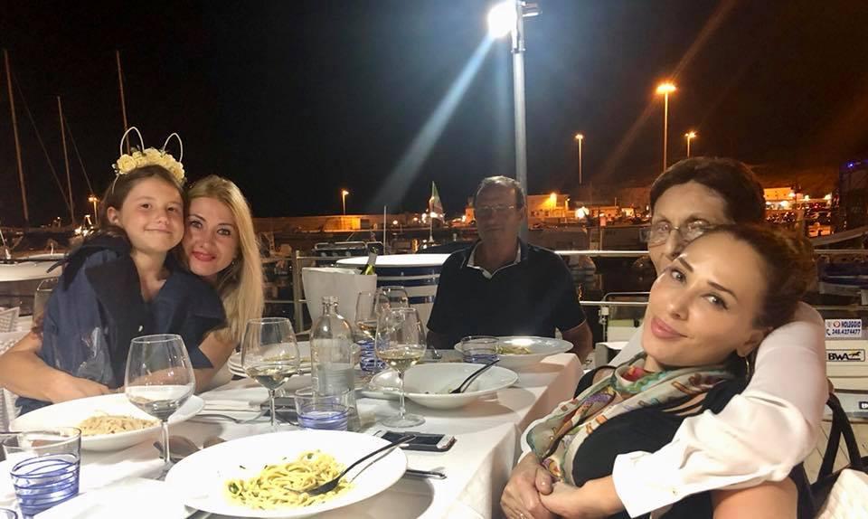 Iulia Vântur l-a lăsat pe Salman Khan și a plecat în Italia. Cu cine a apărut într-o fotografie