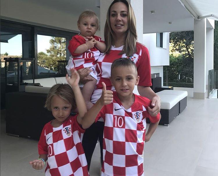 FOTO| Finala Campionatului Mondial 2018. Cum arată iubitele fotbaliștilor Franței și Croației. Pamela Andreson este printre ele