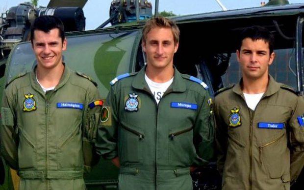 """Nu trece o zi fără ca cerul României să nu fie brăzdat de aparatele de zbor ale Ministerului Afacerilor Interne (MAI), pilotate de adevăraţi eroi. Ei sunt piloţii de la MAI care îşi riscă viaţa """"pentru ca alţii să trăiască'. Libertatea vă prezintă astăzi poveştile a trei tineri care lucrează pe elicopterele SMURD."""