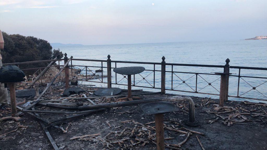 CORESPONDENȚĂ LIBERTATEA DIN GRECIA | Imagini dezolante din satul Mati, una din cele mai lovite zone de incendiu. Aici se află taverna unde au fost găsiți carbonizați 26 de oameni
