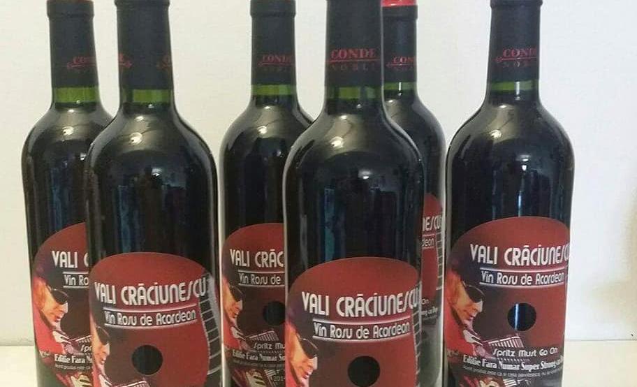 """EXCLUSIV/ """"Roșu de acordeon""""! Vali Crăciunescu a făcut vin din via proprie. Se servește cu muzică lăutărească!"""