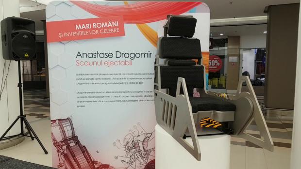 Primul scaun ejectabil pentru avioane, inventat de românul Anastase Dragomir în 1929, expus într-un mall din Bucureşti