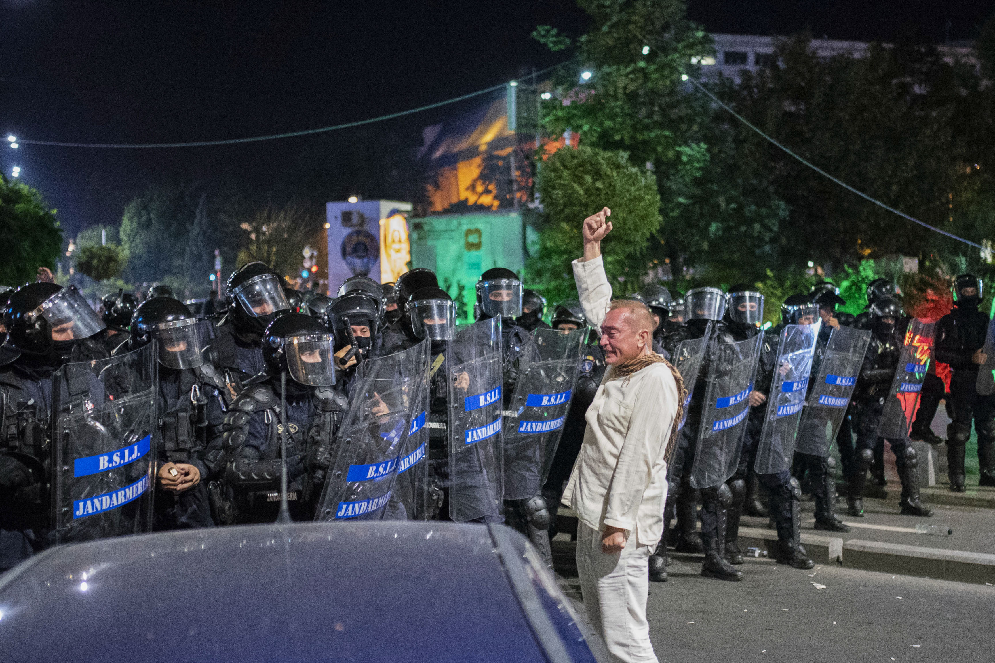 """Cătălin Răzvan Paraschiv, în fața jandarmilor din Brigada Specială de Intervenție, folosind mesaje codate: """"închideți coloana"""" sau"""
