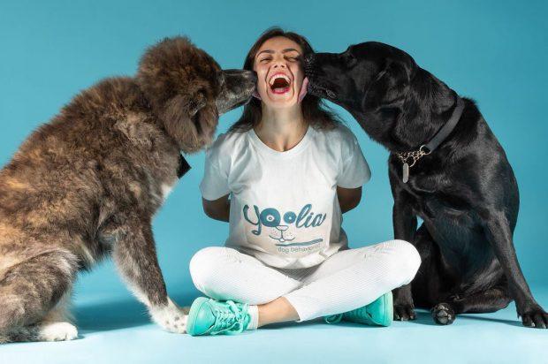 """VIDEO/ """"Tina Rintintin"""": din contabilă, a ajuns bona pentru câini. """"Îi tratez ca și cum ar fi ai mei!"""""""