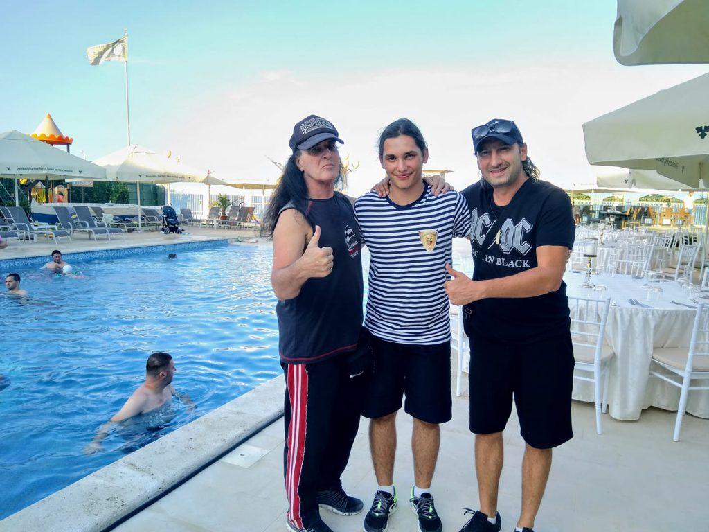 VIDEO/ Dave Evans de la AC/DC s-a mutat în România!