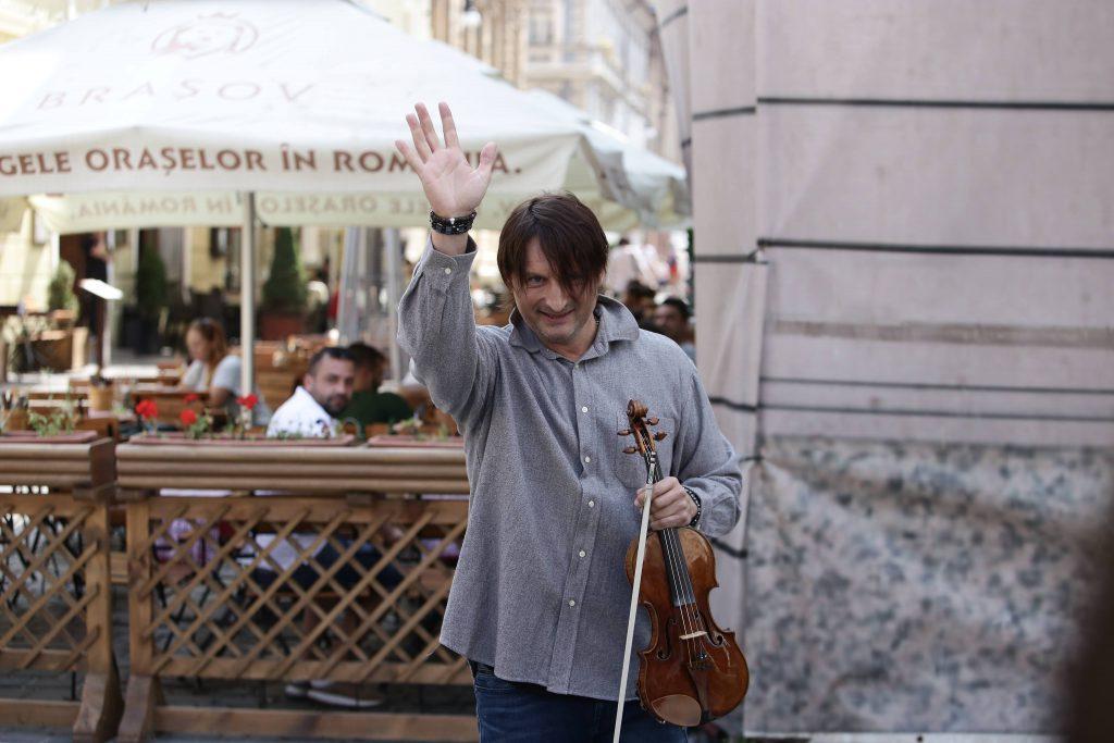 """VIDEO EXCLUSIV/ """"Cerșește"""" pe stradă cu un Stradivarius de 7 milioane euro! Incredibil, Edvin Marton a cucerit trecătorii fără ca lumea să-l știe"""