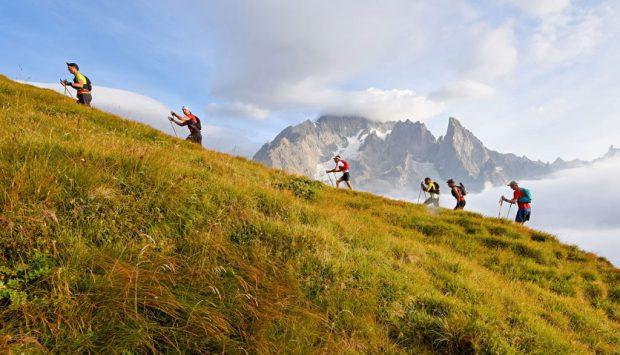"""Români la cea mai tare cursă de alergare din Alpi. Participă 38 de """"tricolori"""""""