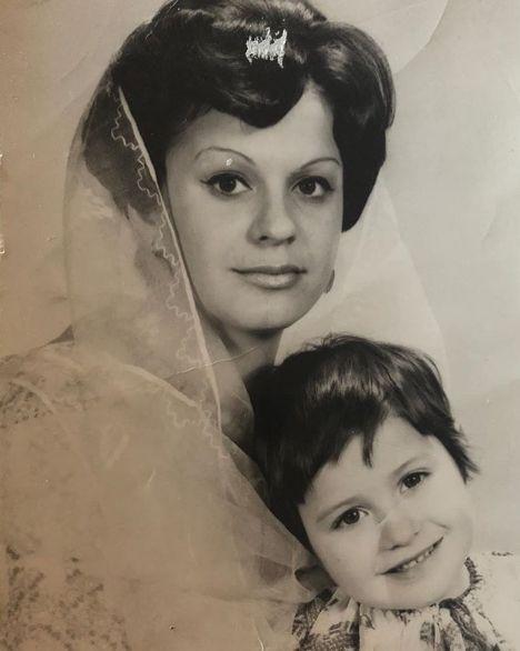 Imagini emoționante cu Anamaria Prodan. De la fotografii cu mama sa, la poze cu copiii și soțul