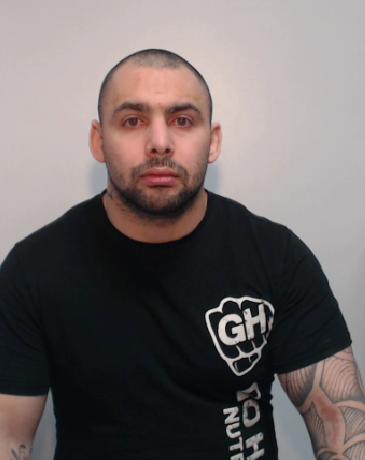 FOTO | Un boxer profesionist a fost condamnat la închisoare după ce a violat și terorizat o femeie