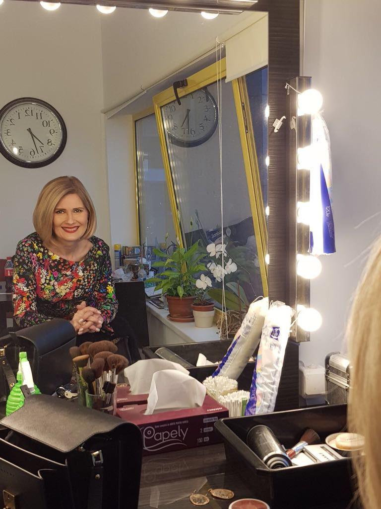 Sandra Stoicescu bate recordul la realizarea unui make-up