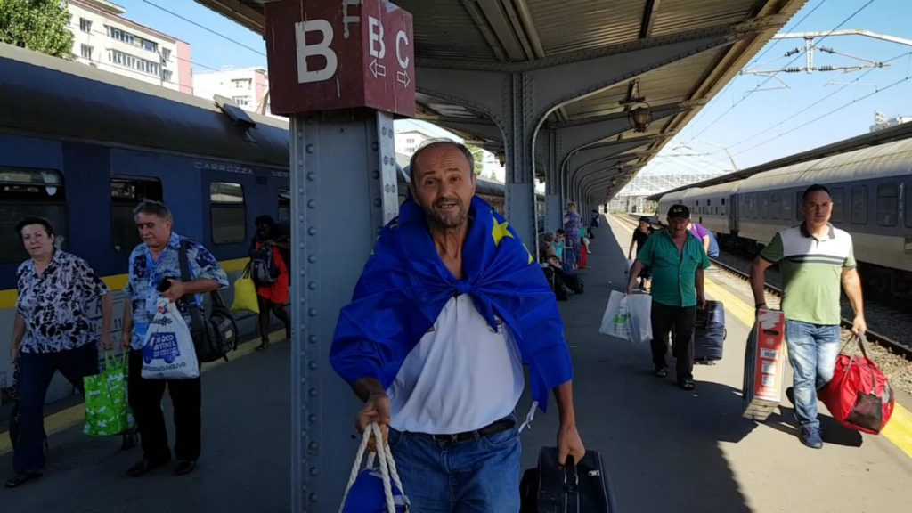 LIVE TEXT/ Mitingul diasporei, în Piața Victoriei. Război total între jandarmi și huligani (FOTO&VIDEO)