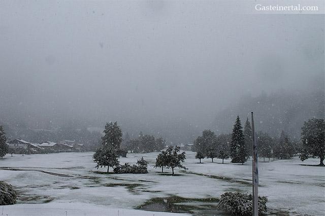 După valul de căldură, Europa a fost lovită un val de frig. Zăpadă în Alpi la înălțimi de sub 1.000 de metri în plină vară