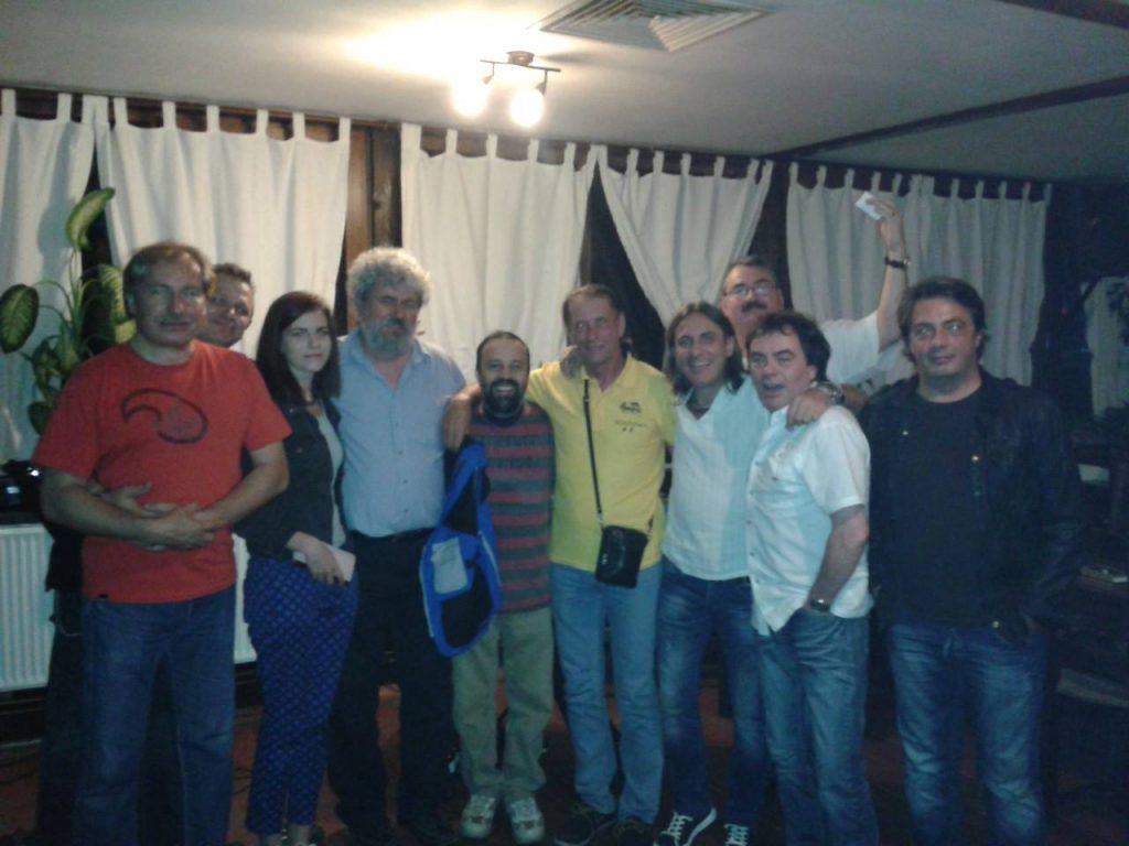 """Ioan Gyuri Pascu, comemorat pe acorduri de chitară. Spectacolul """"Din dragoste pentru Gyuri"""" a adunat zeci de artiști la Agnita"""