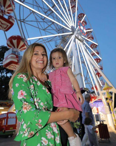 """VIDEO/ Amalia Enache e recunoscătoare că lucrează seara: """"În fiecare zi merg în parc cu copilul"""""""