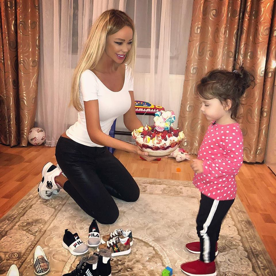Bianca Drăgușanu își aniversează fetița. Ce tort i-a pregătit de la prima oră a dimineții   VIDEO
