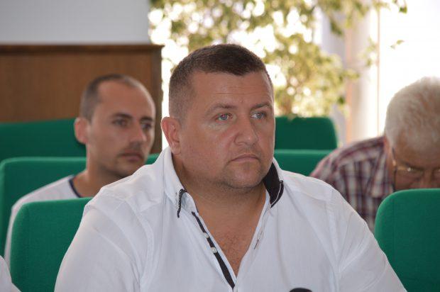 Scandal de pomină la o ședință a PNL Vaslui. Poliția a stat la ușa partidului cu girofarul pornit