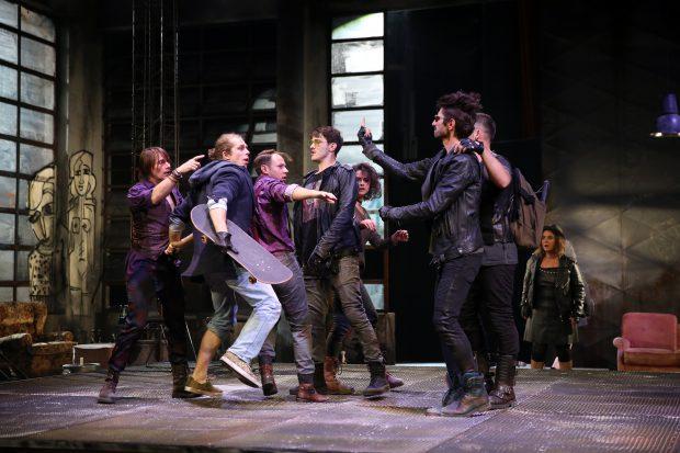 """Scenă din spectacolul """"Romeo și Julieta"""", de la TNB Foto: Florin Ghioca / ghioca.eu"""