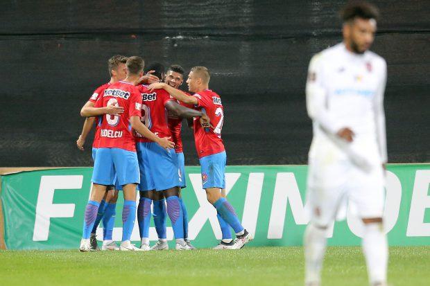 Liga 1, etapa 8: CFR Cluj - FCSB 1-1. Țucudean a egalat și a avut un gol anulat. Coman a deschis scorul, după o imensă eroare a lui Lang