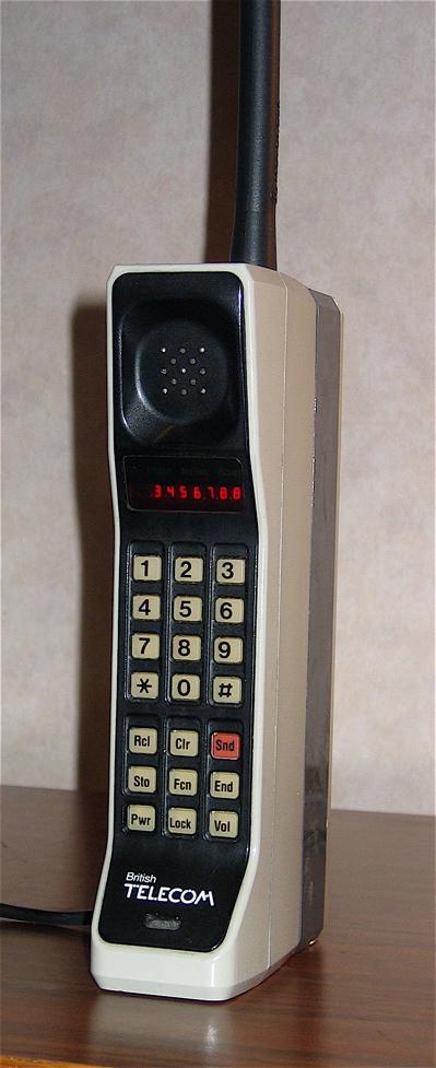Motorola DynaTAC 8000X, primul telefon mobil din lume