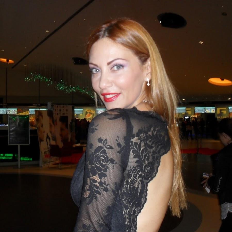 VIDEO/ Fostul model român Nelly Năstase a ajuns la televiziunile americane cu hainele pe care le creează