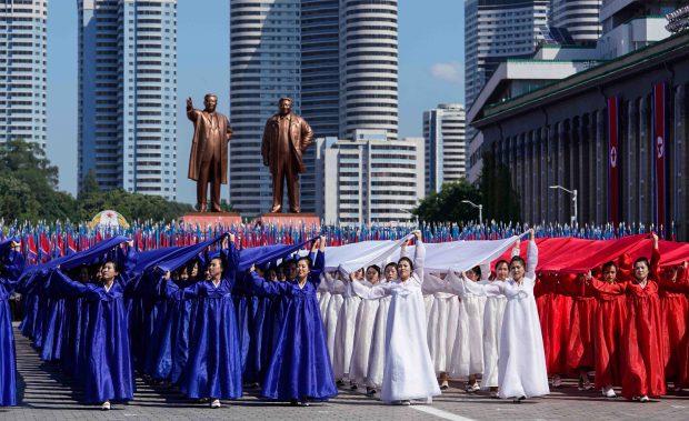 Sărăcia din Coreea de Nord. Imagine din timpul unei parade organizate în Phenian