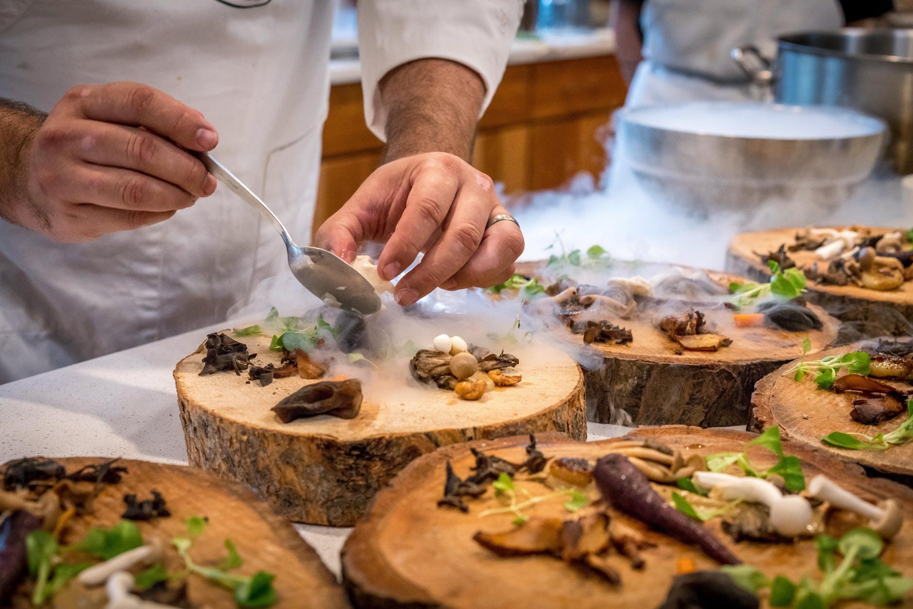 (P) Care sunt problemele cu care se confrunta clientii restaurantelor si cum pot fi evitate?