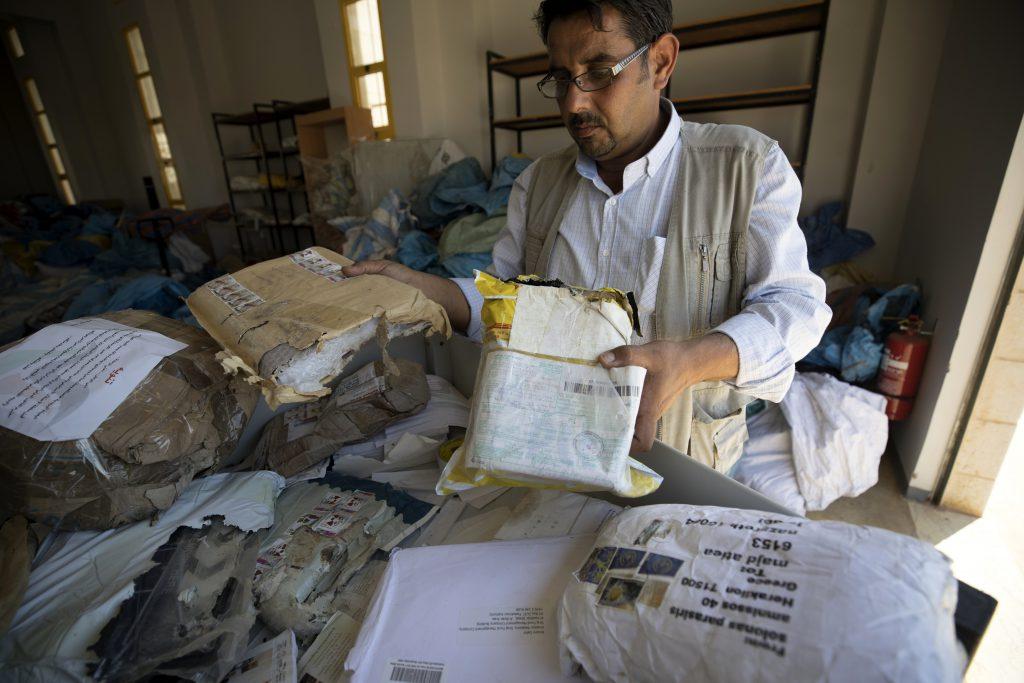 Poșta a ajuns la palestineinii din Cisiordania prima dată după 8 ani. Peste 10 tone de colete au fost trimise de Israel