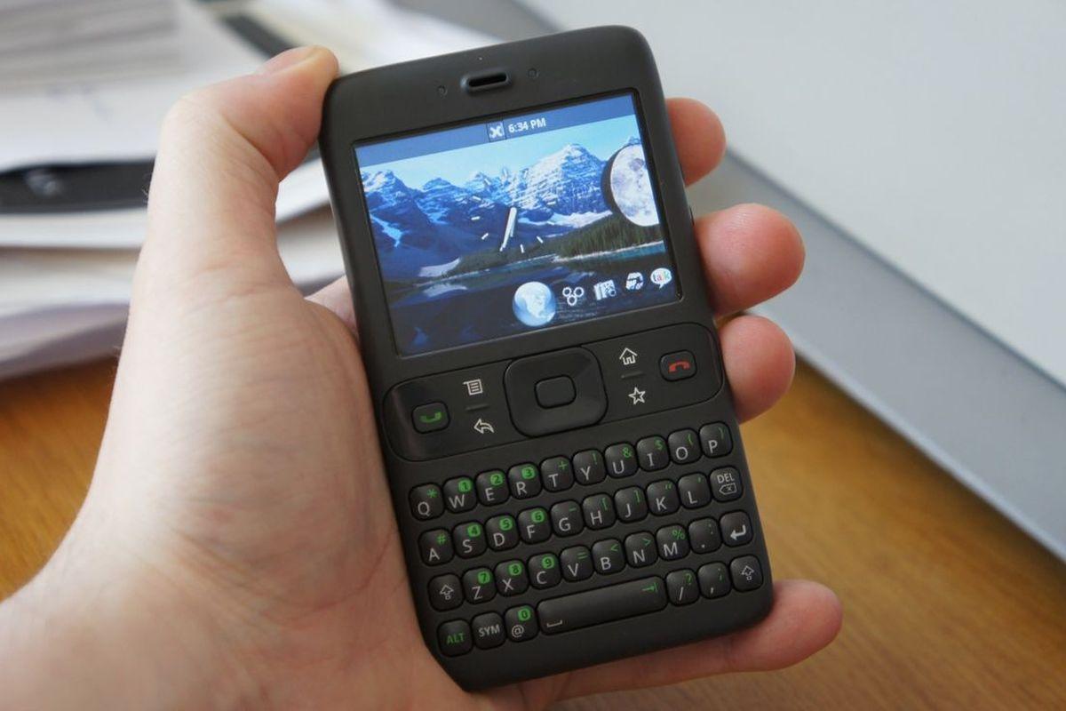 Prototip Android realizat de Google în 2007. Seamănă mai mult cu un BlackBerry