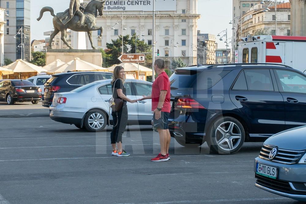Simona Halep și Teo Cercel, în parcare FOTO: Robert Hanciarec (Libertatea)