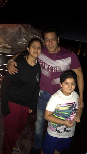 Ce făcea Salman Khan în India în timp ce Iulia Vântur se afla în România. Imaginile au fost făcute publice