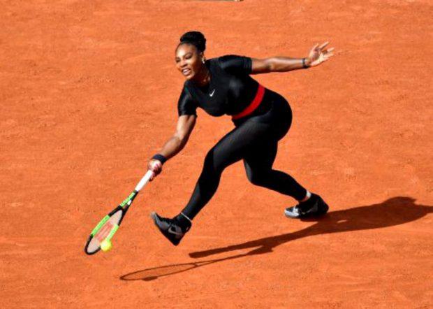 Simona Halep e criticată din cauza fustelor scurte. Serena Williams, îmbrăcată în costumul negru